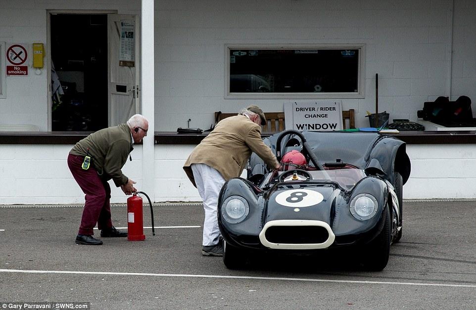 O acidente aconteceu no 73º Goodwood Members Meeting, com a participação de carros de todas as gerações